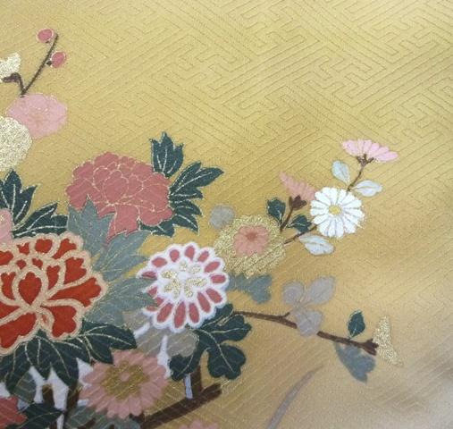 しみを隠すため、描き足した花
