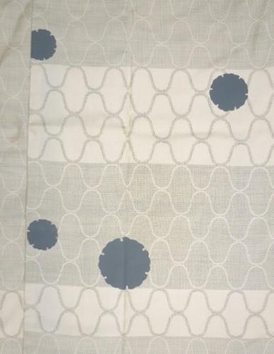 白大島紬のしみを雪輪模で隠し、全体にも柄を散らす