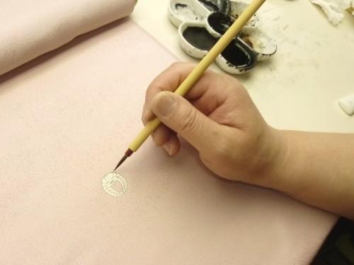 染め抜き紋工程:家紋を描く